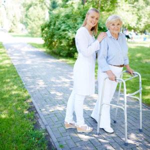 Rodzaje balkoników do chodzenia dla seniora