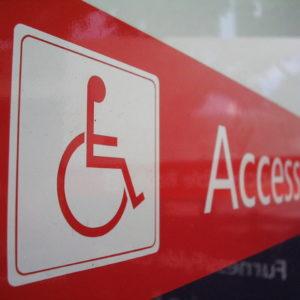 Jak pokonać schody na wózku inwalidzkim?