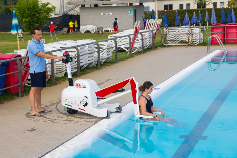 Mobilny podnośnik basenowy