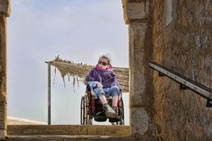 dziewczynka na wózku