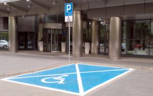 miejsce parkingowe dla osób z niepełnosprawnością